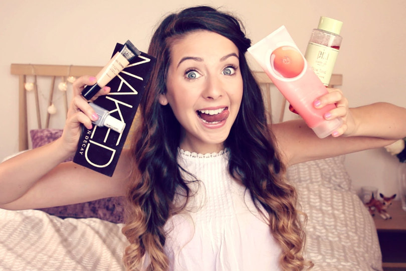 Zoella reviews products